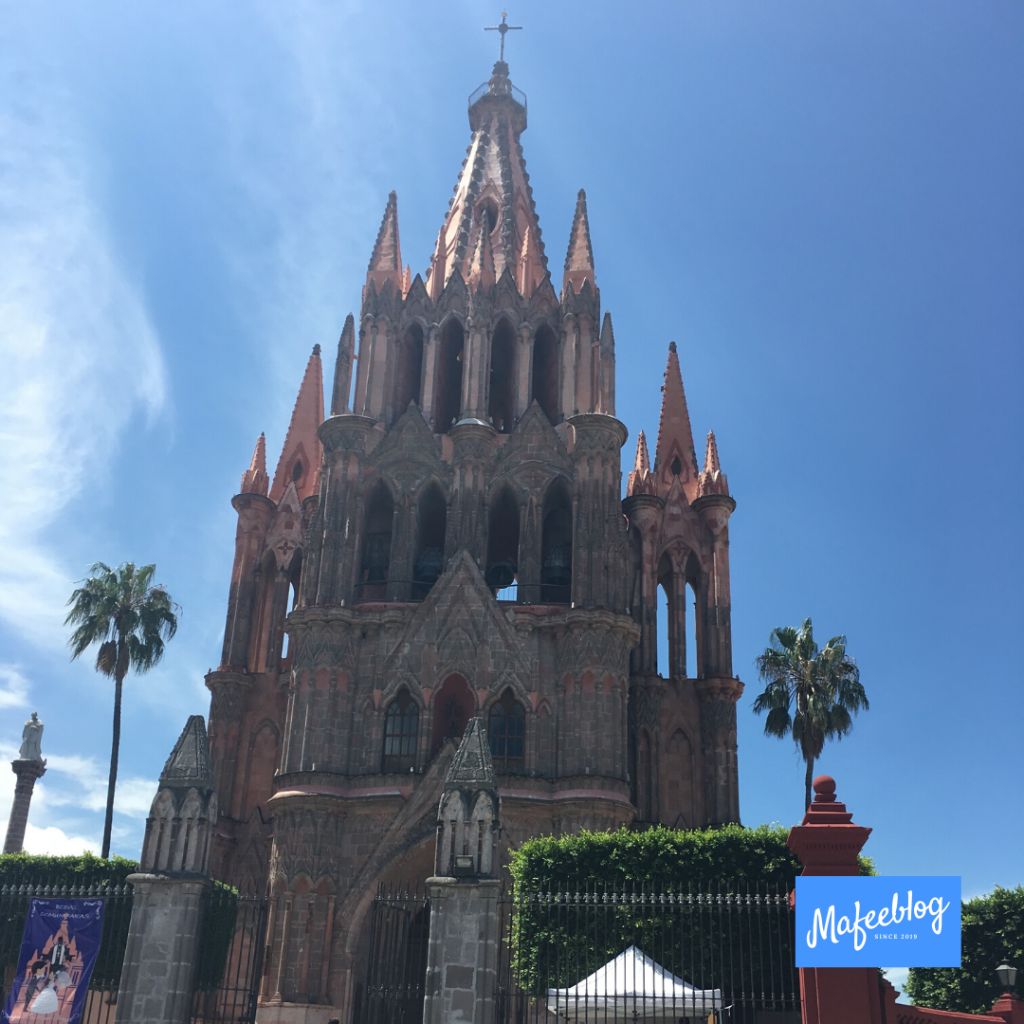 I went sightseeing with a local who has lived in Queretaro for more than 20 years.